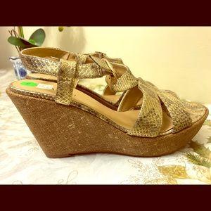 Women Vaneli golden sandals, size 10M